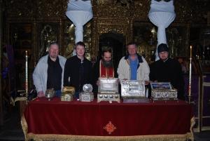 У святынь Ватопедского монастыря (первая спарва святыня - Пояс Пресвятой)