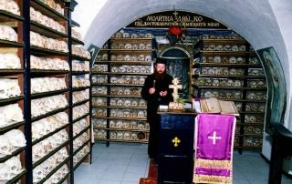 В русском Свято-Пантелеимонове монастыре почтили почивших воинов Отечественной войны